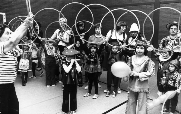 Mutter-Kind-Turnen an Fasching 1975