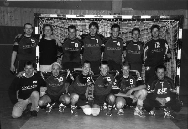 Handballer beim Aufstieg in die Bezirksliga 2001/2002